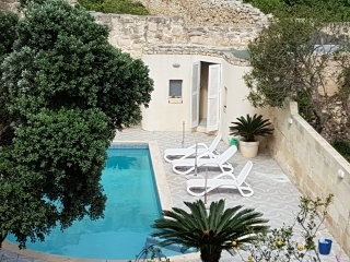 Beautiful 3 Bedroom Town House with Private Pool, St. Julian's, San Julián