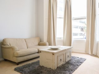 Lovely Open Plan Apartment in Kensington Olympia *special offer aug 11-20th*