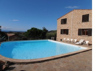 Traditional house w/ pool & seaview, Figari