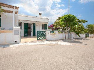 502 House with Garden near the Sea in Torre Vado