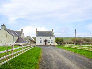 PRIMROSE HILL FARM, enclosed garden and paddocks, hot tub,  WiFi, nr Pembroke, R