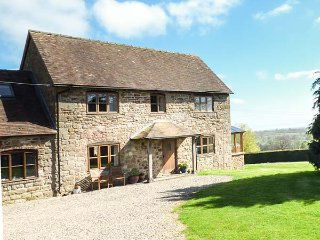 THE OLD GRANARY, woodburner, amazing views, sun room, near Cleobury Mortimer, Re