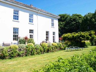 DAYMER, all first floor, great gardens, swimming pool and games room in Lanreath