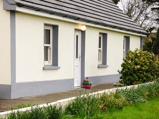 JACK'S COTTAGE, all ground floor, two woodburners, private enclosed garden, Killorglin