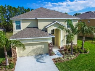 Brand New Contemporary Luxury Pool Villa Conservation Views Guard Gated 5*Resort, Orlando