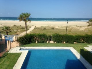 Apartamento con piscina 1a linea de playa
