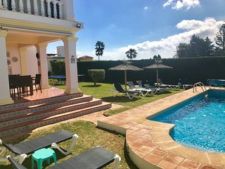 Luxury Villa, Pool, Jacuzzi, Pool Table,Table Tennis, Parking, Central, Garden.