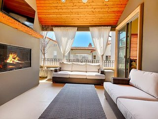 15% OFF MAR - Perfect Family Home w/ Roof Top Deck, Jacuzzi & A/C