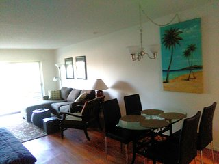 Close to Siesta Key, Updated, 2 Bedrooms King Beds, large patio. Unit #1, Sarasota