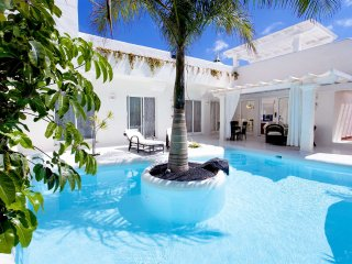 Villa Bianca - Heated pool, Jacuzzi, Wifi , TV Sat, Corralejo