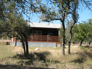 The Katy Cabin at The Feathered Horse Ranch B&B (Pet Friendly)