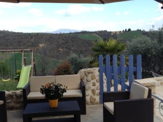 Villa avec piscine au coeur des lavandes et oliviers