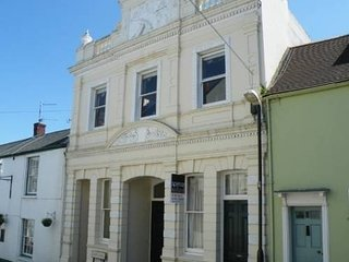 Spacious Apartment In Centre Of Cowes Old Town