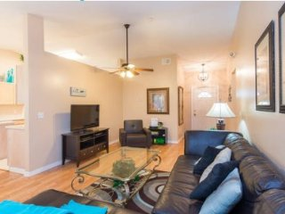 Family Fun in this 3 Bedroom Pool Home Minutes From Disney. 7802LOL, Kissimmee