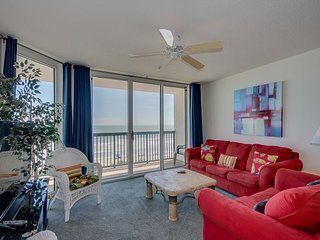 Spacious oceanfront condo, great pool amenities, walking distance to Main St.