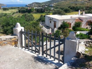 Cozy 2 BR house with a view to the sea, Otzias