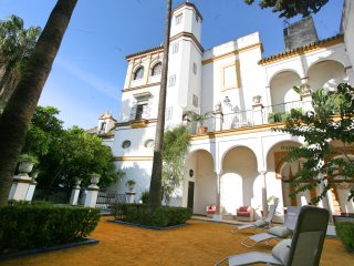 5 Bdr Palace house with Swimming Pool and Gardens, Seville