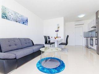 Apartments Villa V - 32071-A2, Vir