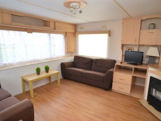3 bed, 6 Berth Lovely Caravan in Popular Resort