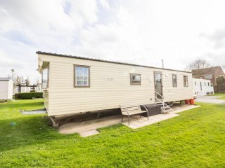 Ref 80085 southreach 8 berth caravan at Haven Hopton,Close to the beach.