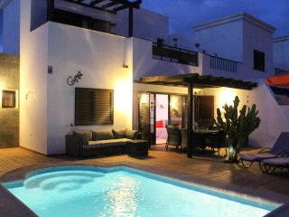 Villa Azalea - Beautiful villa with private heated pool ,WIFI, and Sea View