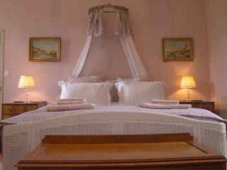 Family Suite For 2-4 with Pool Access & Breakfast - Maison Lambot B&B Provence