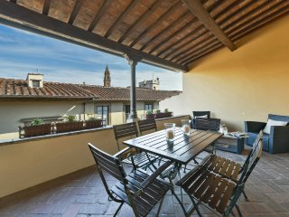 Buonarroti - Florence Oltrarno district 3 bdr with terrace