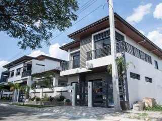 CLA Townhouse - Spring Wood (1 to 3 pax), Clark Freeport Zone