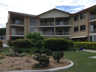 Very Spacious Unit - 4/5 Wattle Ave, Bribie Island