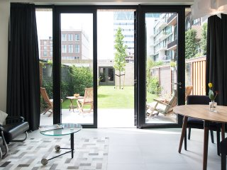 Beautiful Designer Studio with private Garden near park, Amsterdam