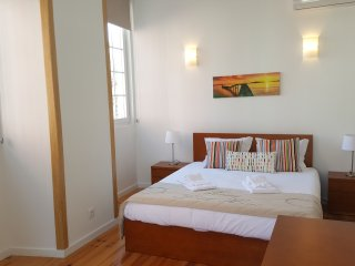 Oeiras Sunny Flat 2 - apartment for 6 by the beach