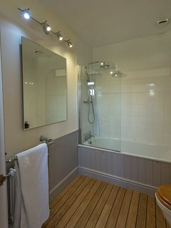 ensuite bath and power shower