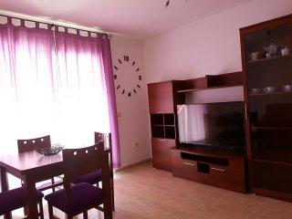 Picasso Violeta Apartamento en Vinaros. Nuevo. Terraza. Playas. WIFI