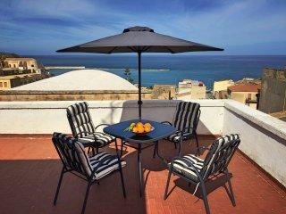 Casa vacanze 'Luminosa', mare a 200m, freeWi-Fi, solarium...