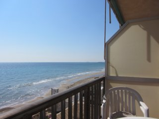 Front of fine sand beach apartment seaview wifi