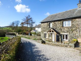 KESTREL COTTAGE, electric fire, shared gardens, walks from the door, Cartmel, Re