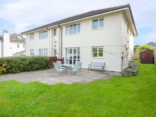 FLAT 2, WiFi, garden, parking, in Porth near Newquay, Ref 954142