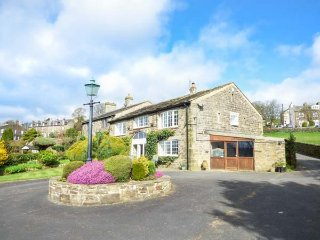 THE BARN, converted barn, three bedrooms, garden, Haworth, Ref 954877, Laycock