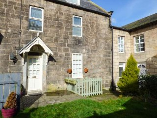 BRIDGE VIEW RETREAT, pet-friendly, enclosed private garden, WiFi, in Rothbury