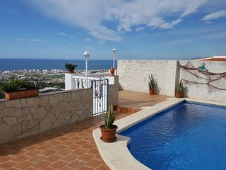 Casa el Pino- Lovely  villa with pool and sea view, Torrox