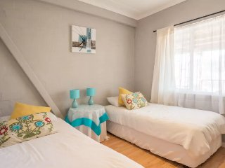 Two Oceans Guesthouse- Pincushion Room