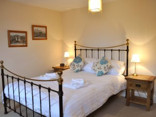 Lobster Pot Cottage, Whitby, sleeps 6 with parking