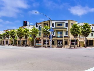 Pacific Blue Four - Corner Condominium Home with ocean view!, San Diego