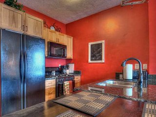 """Minutes from Deer Valley Gondola! 65"""" 3-D HDTV with Personal Fire Place! 3 Hot"""