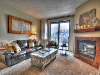 "Minutes from Deer Valley Gondola! 65"" 3-D HDTV with Personal Fire Place! 3 Hot, Park City"