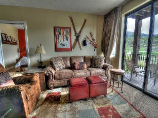 Lovely Condo Minutes from Deer Valley Gondola - 3 Hot Tubs!  2 Full Baths - Pvt