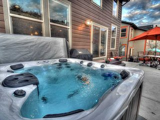 NEW! Beautifully Furnished - Over 3000 Sq Ft - Game Room - Private Hot Tub