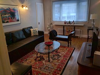 Elcho's ExplOre Ottawa - Sleeps 1-6. 2 beds + queen sized sofa bed  total 6