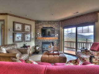 Top Floor, Corner Condo w/VIEWS of the Jordanelle & Mountains! Min from Deer