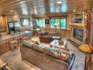 Mountain Cabin by Canyons Resort! Hot Tub! Great Location Close to Downtown